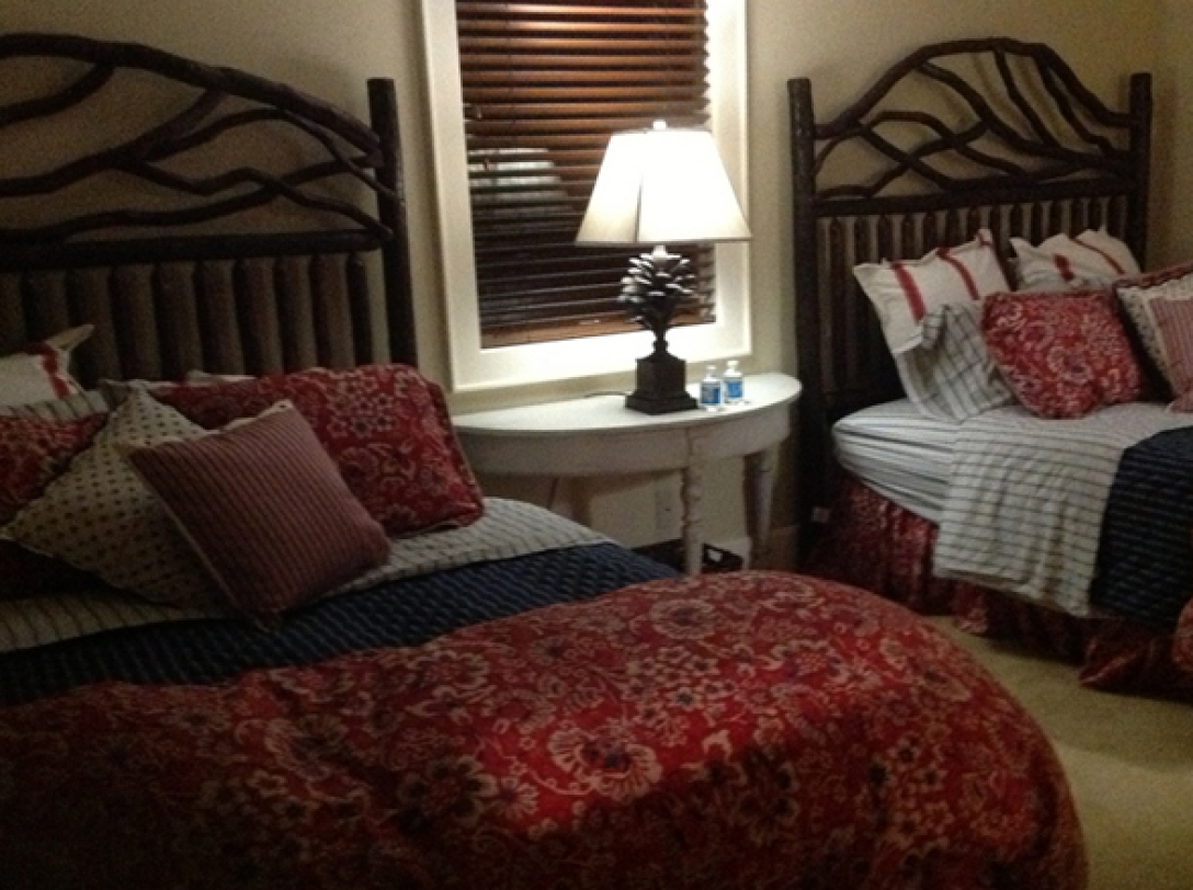 Queen bed - double queen beds - Buttercup Haven - Franklin Vacation Rental NC